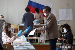 Избирательный участок по общероссийскому голосованию по поправкам в Конституцию РФ. Курган, флаг россии, триколор, избирательнй участок, общероссийское голосование