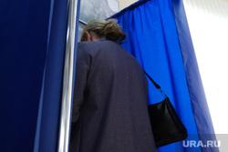 Общероссийское голосование по поправкам в Конституцию России. Курган , кабина для голосования, голосование, поправки в конституцию, общероссийское голосование, участок голосования