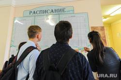 Школа в селе Долгодеревенское, где пикетировали старшеклассники. Челябинская область, школа, школьники, расписание уроков
