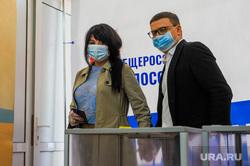Текслер голосует на избирательном участке. Челябинск, текслер алексей, избирательный участок, голосование, текслер ирина