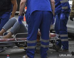ДТП на пересечении Малышева и Розы Люксембург. Екатеринбург, носилки, дтп, оказание помощи, авария, пострадавшая женщина