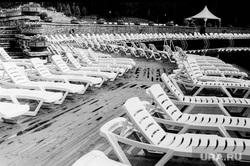 Клипарт. Екатеринбург, лежак, загар, пляж закрыт, шезлонги, сезон отпусков, чб, осень