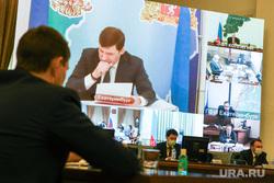 Совещание в полпредстве по распространению новой коронавирусной инфекции в УрФО. Екатеринбург, вкс, совещание в полпредстве, полпредство урфо, куйвашев на экране, видеоконференцсвязь