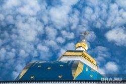 Виды города. Тобольск, крест, храм, церковь, вера, облака, небо, купол, религия, православие