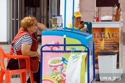 Центр города после отъезда иностранных болельщиков., мороженое, квас, уличная торговля