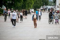 Екатеринбург во время пандемии коронавируса , эпидемия, люди в масках, екатеринбург , плотинка