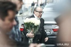 Прибытие гостей на церемонию прощания с режиссером Театра «Ленком» Марком Захаровым. Москва, хазанов геннадий