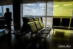 Аэропорт Кольцово во время пандемии коронавируса. Екатеринбург, аэропорт кольцово, зал ожидания, эпидемия, пустые кресла, covid-19