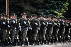 Репетиция парада, посвященного 75-й годовщине Победы в Великой Отечественной войне в 32-м военном городке. Екатеринбург, военные, марш, защитная маска, военнослужащие цво, репетиция парада, маска на лицо, военнослужащие