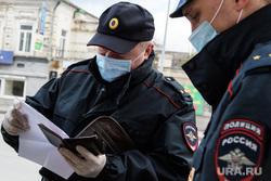Двадцать второй день вынужденных выходных из-за ситуации с CoVID-19. Екатеринбург, патруль, полиция, патрулирование, рейд по проверке документов, проверка документов, covid-19, covid19, полицейский в маске, коронавирус