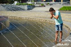 Клипарт. Екатеринбург, лето, жара, купание в фонтане