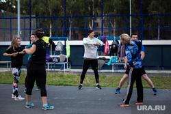 Пожилые бегуны во время подготовки к марафону