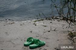 Пляжи и места для купания города Кургана, пляж, сланцы, тапочки, берег тобола
