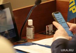 Пленарное заседание Законодательного собрания Пермского края, депутат, чиновник, флакон, антисептик, антисептическое средство