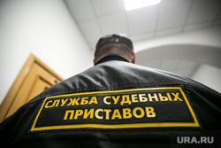 В Басманном суде на оглашении меры пресечения Ишаеву. Москва, судебные приставы, служба судебных приставов, толпа, журналисты, микрофоны