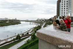 Виды Тюмени: улицы, прохожие, места отдыха. Май 2020, набережная, тюмень, виды тюмени