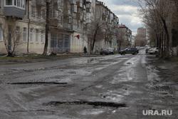 Патруль полиции на улицах города. Курган, разбитая дорога, плохая дорога, дыры в асфальте, ул кирова