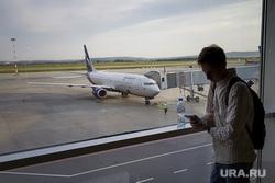 Зал ожидания аэропорта «Кольцово». Екатеринбург, аэропорт, ожидание, полет, телетрап, аэрофлот, авиалайнер, пассажиры, авиакомпания, туристы, туризм, взлетное поле, боинг 737-800, vq-bhw, федор плевако, пассажирский рукав, перелет