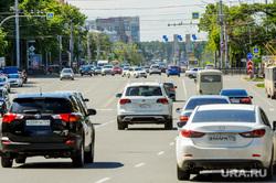 Низкий уровень самоизоляции. Обстановка в городе во время эпидемии коронавируса. Челябинск, автомобили, транспорт, движение, проспект ленина, дорога