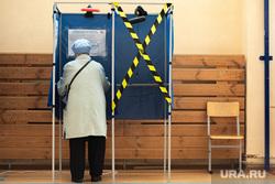 Голосование по внесению поправок в Конституцию РФ. Екатеринбург, голосование, кабинка для голосования, поправки в конституцию, общероссийское голосование, голосование по поправкам в конституцию