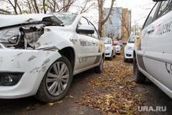 Парковка Яндекс-такси. Тюмень, такси, дтп, яндекс такси, парковка, разбитая фара
