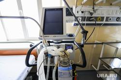 Поездка Алексея Текслера в областной центр онкологии и ядерной медицины. Челябинск, койки, эпидемия, врачи, больница, медики, ивл, аппарат искусственной вентиляции легких, центр онкологии и ядерной медицины, алата