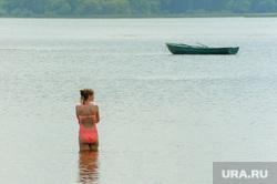 Частный пляж «Западный». Челябинск, девушка, отдых, лето, пляж, купание, лодка, пляжный сезон