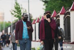 Лето в городе. Сургут, люди в масках, социальная дистанция, маски медицинские