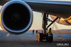 Боинг-777 в Челябинском аэропорту. Челябинск, самолет, турбина, боинг-777-200