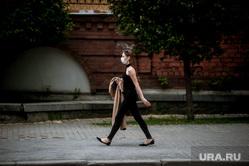 Екатеринбург во время пандемии коронавируса , эпидемия, covid-19, девушка в маске, коронавирус, пандемия коронавируса