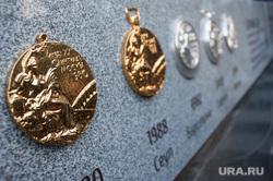 Скульптурная композиция, посвященная волейбольному клубу «Уралочка». Екатеринбург, медали олимпиады, скульптурная композиция