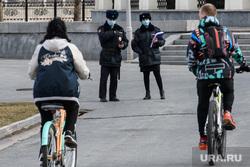 Пятнадцатый день вынужденных выходных из-за ситуации с CoVID-19. Екатеринбург, медицинская маска, полиция, масочный режим, полицейский в маске, коронавирус