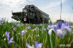 Учения зенитно-ракетной бригады. Республика Хакасия, Абакан , военная техника, поле, зрк, цветы, природа, зенитно-ракетный комплекс, ЗРК с-400