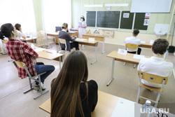 Единый государственный экзамен. Курган, школьная доска, егэ, класс, школа, ученики, школьные парты, школьная парта