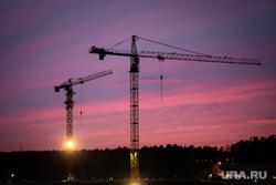 Виды города. Екатеринбург, строительный кран, недвижимость, закат, стройка