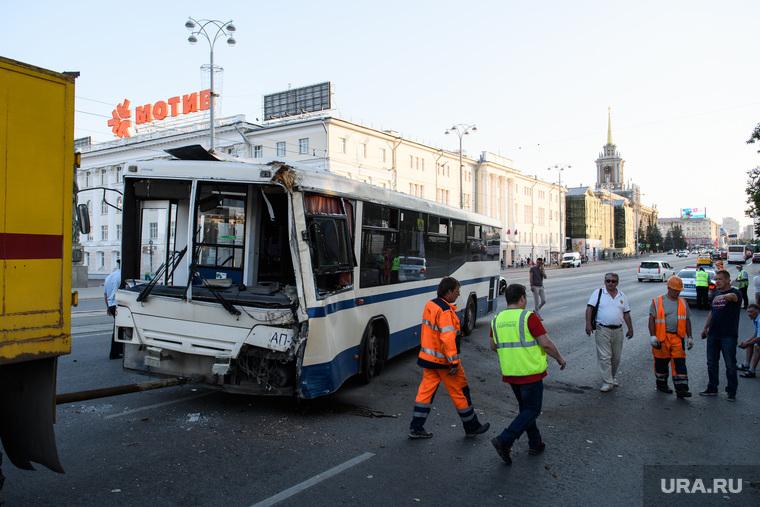 ДТП с автобусом на Плотинке. Екатеринбург
