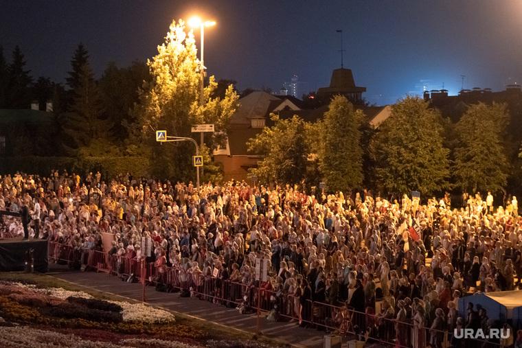 Крестный ход у Храма на крови. Екатеринбург