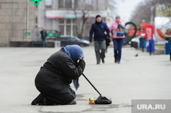 Нищенка. Челябинск, милостыня, нищая, нищета, бедность, нужда, попрошайка, подаяние, уровень жизни