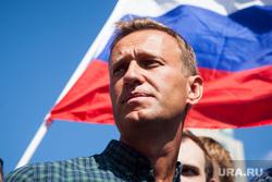 Митинг Либертарианской партии против пенсионной реформы. Москва, российский флаг, протестующие, навальный алексей, митинг, триколор, флаг россии, протест