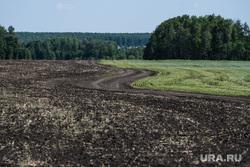 Посевные работы в агрохозяйстве «Каменское». Свердловская область, поселок Лебяжье, поле, природа урала, сельская местность