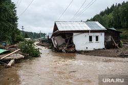 Последствия паводка в городе Нижние Серги. Свердловская область, паводок, разрушения, непогода, разрушенный дом, потоп, подтопление, наводнения