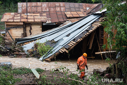 Последствия паводка в городе Нижние Серги. Свердловская область, потоп, наводнение, непогода, паводок, разрушение жилого дома, подтопление