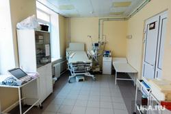 Поездка Алексея Текслера в ОКБ-2 для проверки готовности к пандемии. Челябинск, палата, роддом, медики, медицина, врачи, больница, родильная палата