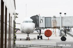 Прибытие борта РМК с гуманитарным грузом в аэропорт Кольцово. Екатеринбург, аэропорт, стоянка самолета, самолет, пассажирский рукав, воздушный транспорт, авиасообщение