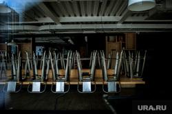Екатеринбург во время режима самоизоляции по COVID-19, стулья, ресторан, simple coffee, виды екатеринбурга, закрыт, пустой ресторан