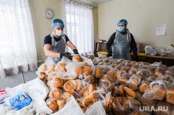 Добровольческая акция по доставке продуктов организованная Михаилом Щаповым. Челябинск, волонтеры, добровольцы, доставка продуктов, доставка хлеба
