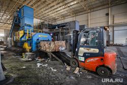 Полигон ТБО и цех сортировки. «Спецавтобаза». Екатеринбург, мусор, спецтехника, сортировка, тбо, гора, погрузчик, отходы, хлам, переработка, куча, окружающая среда, экология, отбросы, сортировочная линия, спецоборудование, помои, спрессованный мусор, прессованный