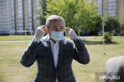 Александр Моор голосует за поправки в конституцию. Тюмень, моор александр, маска