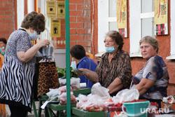Городские рынки. Курган, торговля, бабушки, ягоды, рынок, медицинская маска, уличная торговля, покупатель, масочный режим