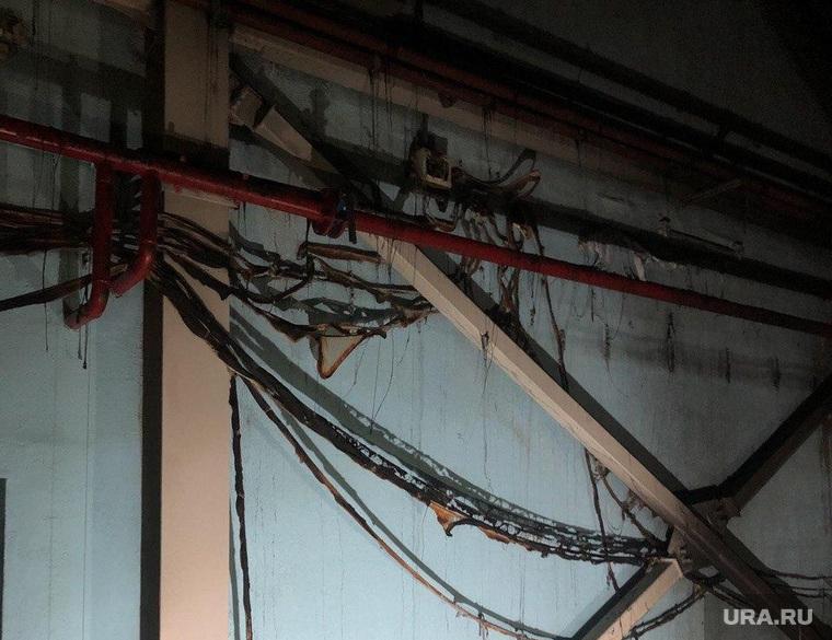 Последствия пожара на стройке центра шорт-трека в Челябинске